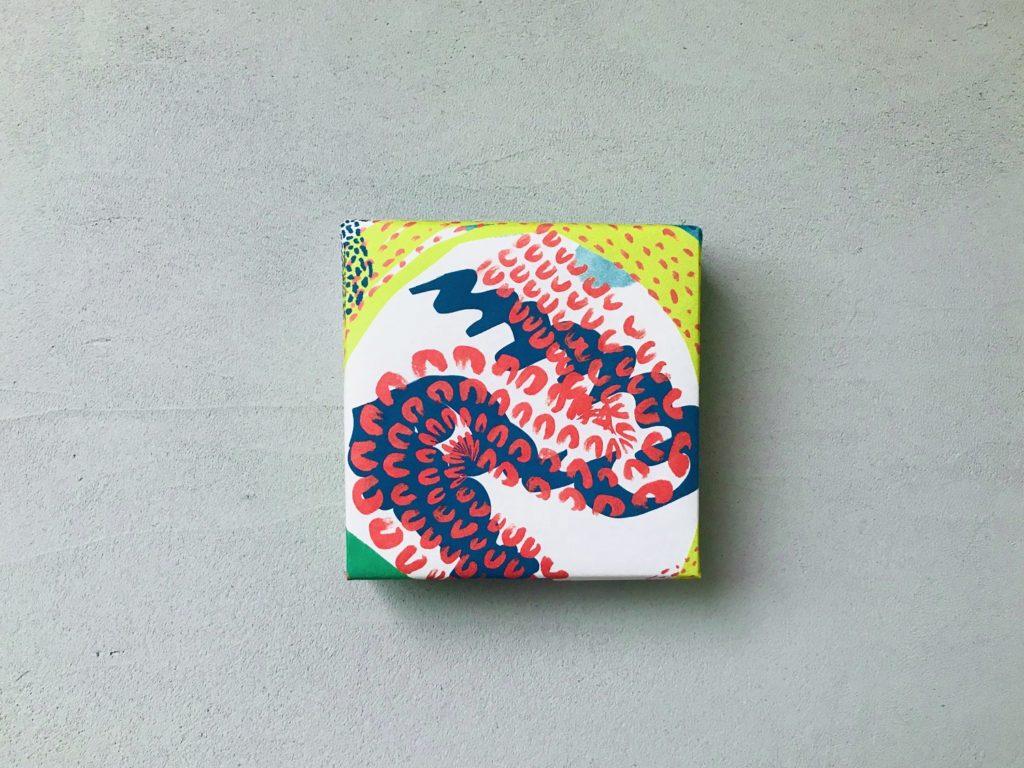 【無料】カラフル&落書き包装紙デザイン