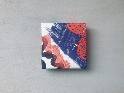 赤青黒のいたずら書き風包装紙